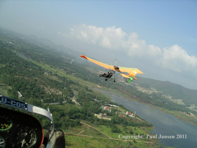 Floating over Chonburi, Thailand in Quicksilver MXs. Copyright: Paul Jansen.