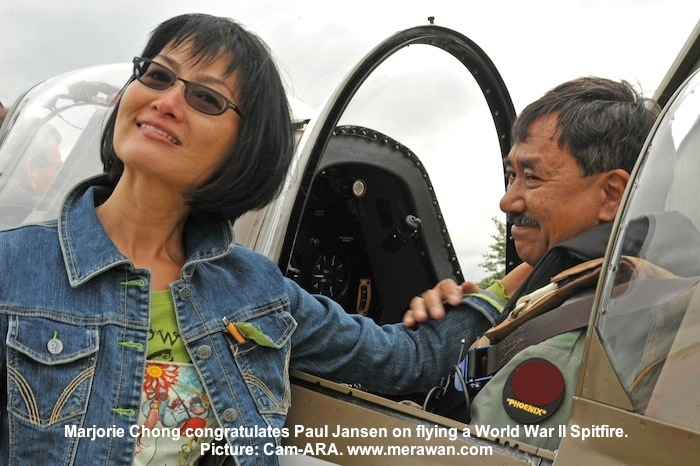 Marjorie congratulates Paul Jansen on flying a Spitfire