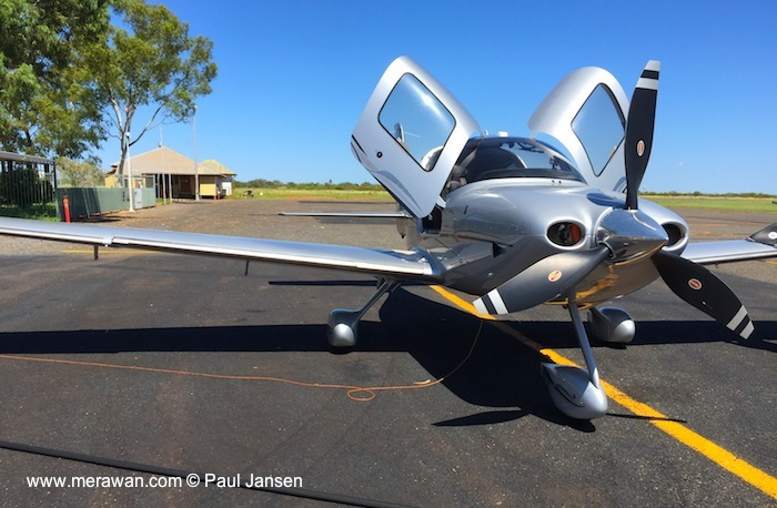 Cirrus SR22 N168EE in Tennant Creek, Australia.